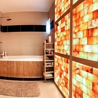 Himalayan salt wall in bathroom